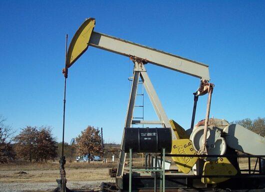 Perché il prezzo del carburante continua a salire?
